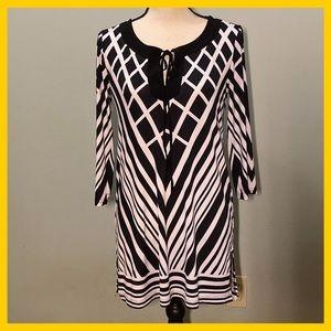 Peter Nygard Geometric Design Black & White Tunic
